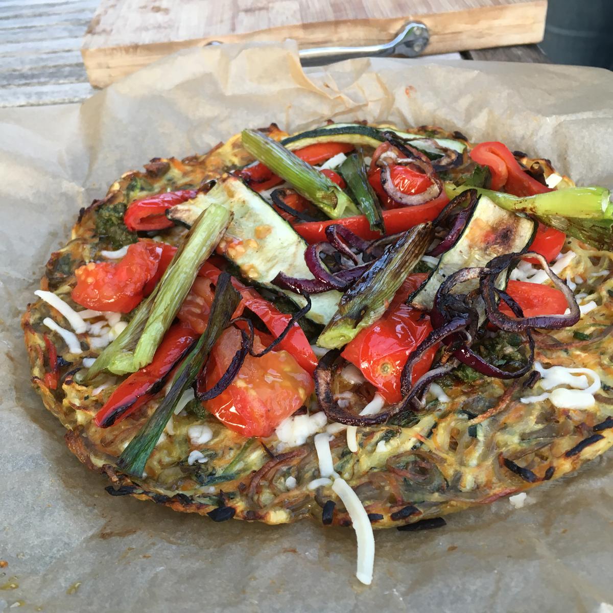 Sprød, lækker og vegetar venlig pizza med rodfrugter i denne rootza