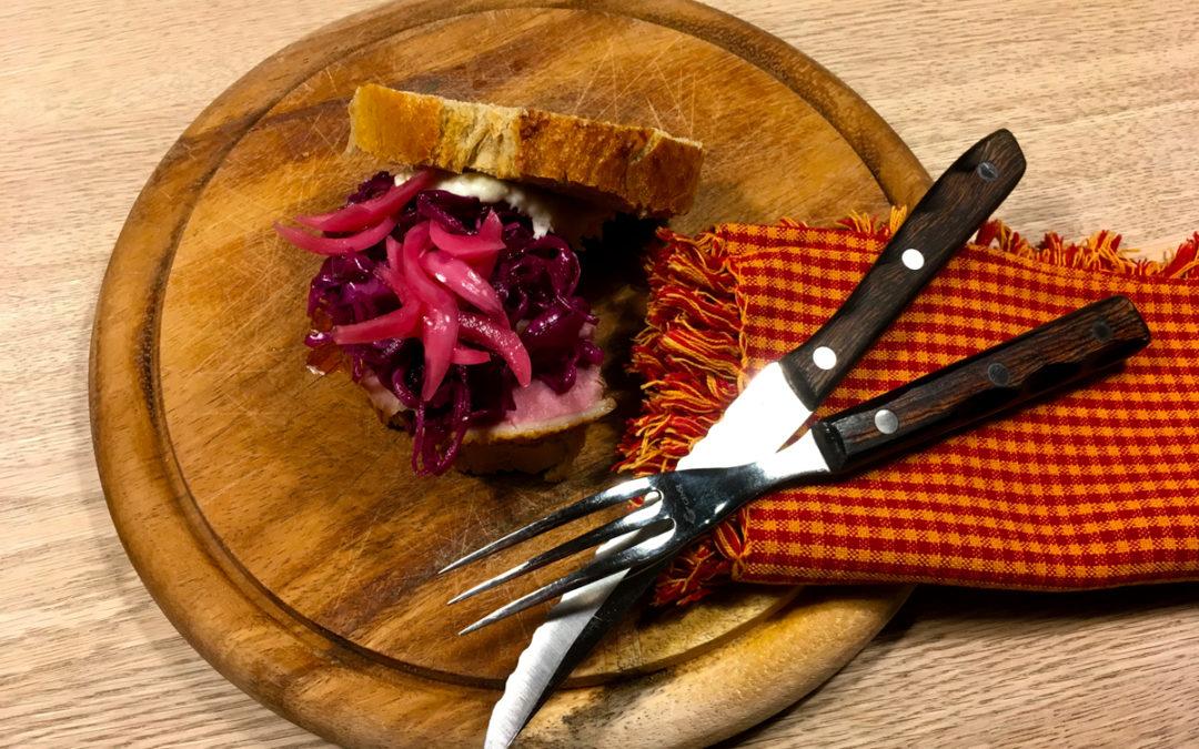 Nordisk pulled duck med råsyltet spidskål og peberrodsmayo